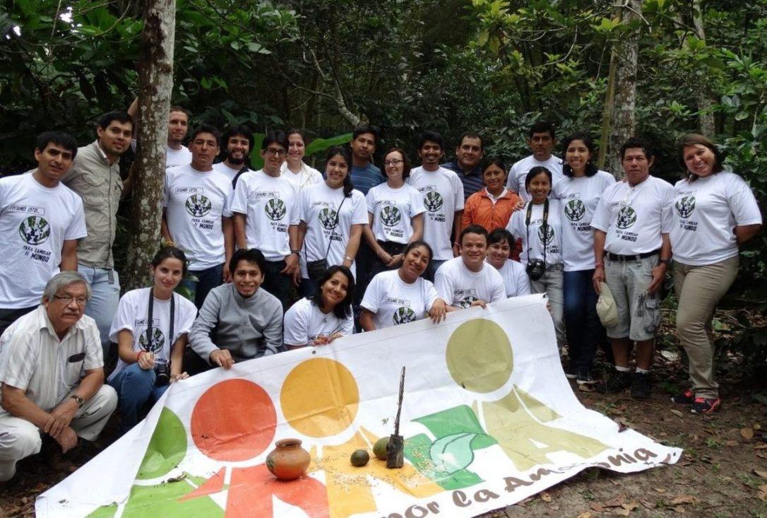 Amazónicos de corazón. Andrea García junto a sus compañeros de Amazónicos por la Amazonía (AMPA).