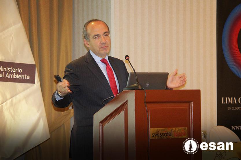"""Felipe Calderón, ex presidente de México, en la conferencia magistral """"La nueva economía climática"""" en Lima (Foto: ESAN)."""