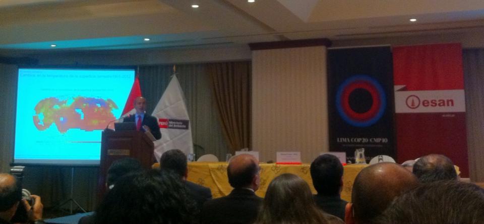 """Felipe Calderón en la conferencia magistral """"La nueva economía en el Cambio Climático"""" (Foto: Archivo Munay)."""