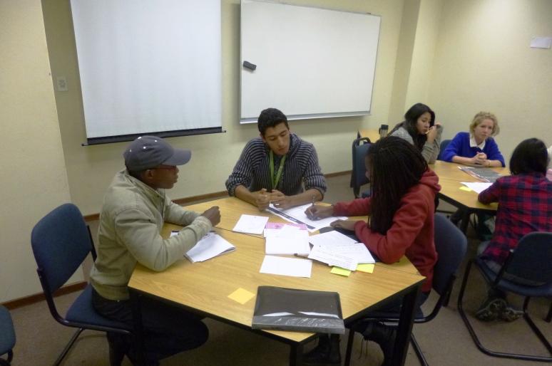 Rodrigo en un taller de proyectos universitarios.