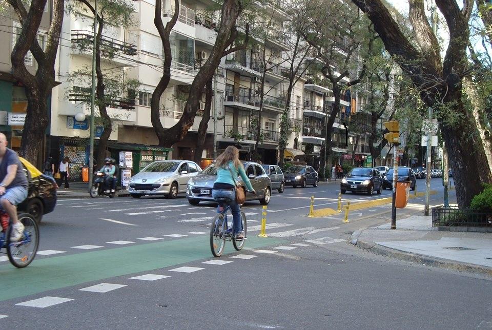 Buenos Aires, luego de habilitar 130 kilómetros de ciclovías, cerrará el año con un promedio de 200 mil recorridos diarios sobre dos ruedas. (Foto: Jacqui Tori).